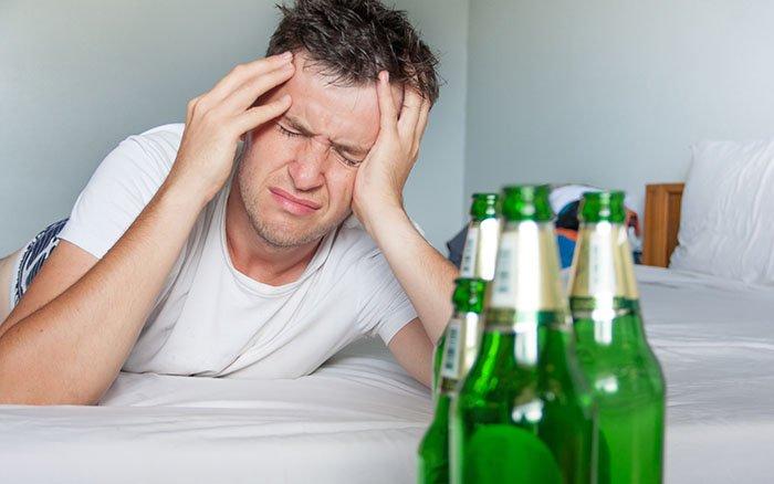 Konterbier: Hilft mehr Alkohol wirklich bei einem Kater?