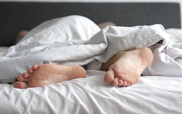 Fuß eingeschlafen: Ursachen & erste Hilfe